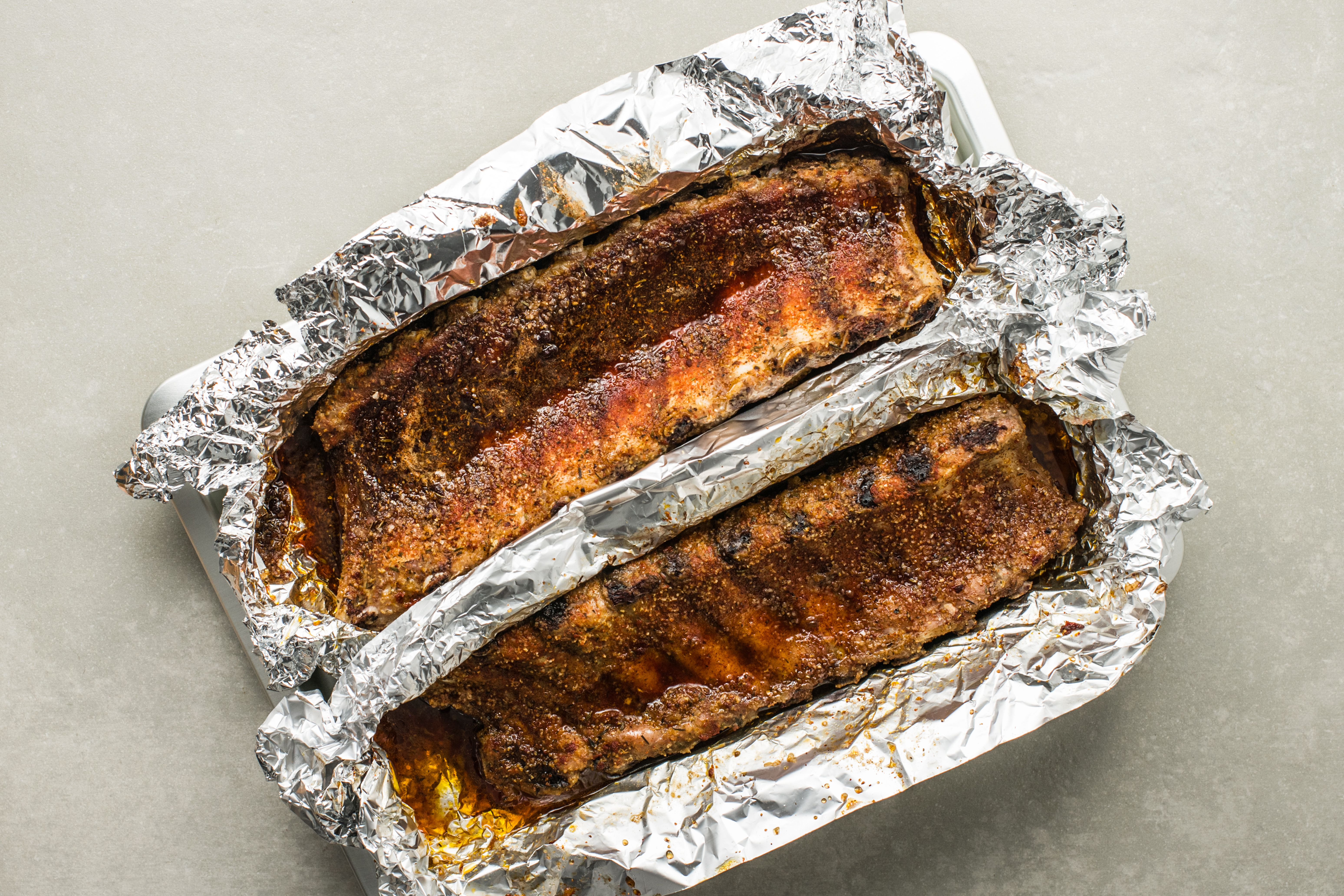 Baked ribs in foil