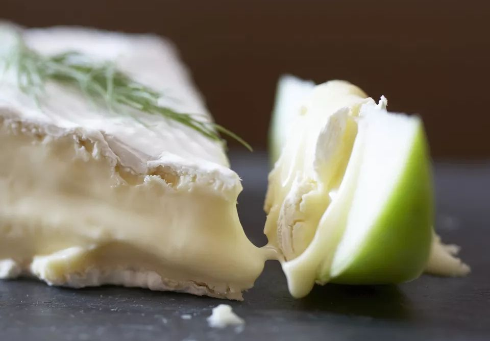 Easy French Baked Apple Brie