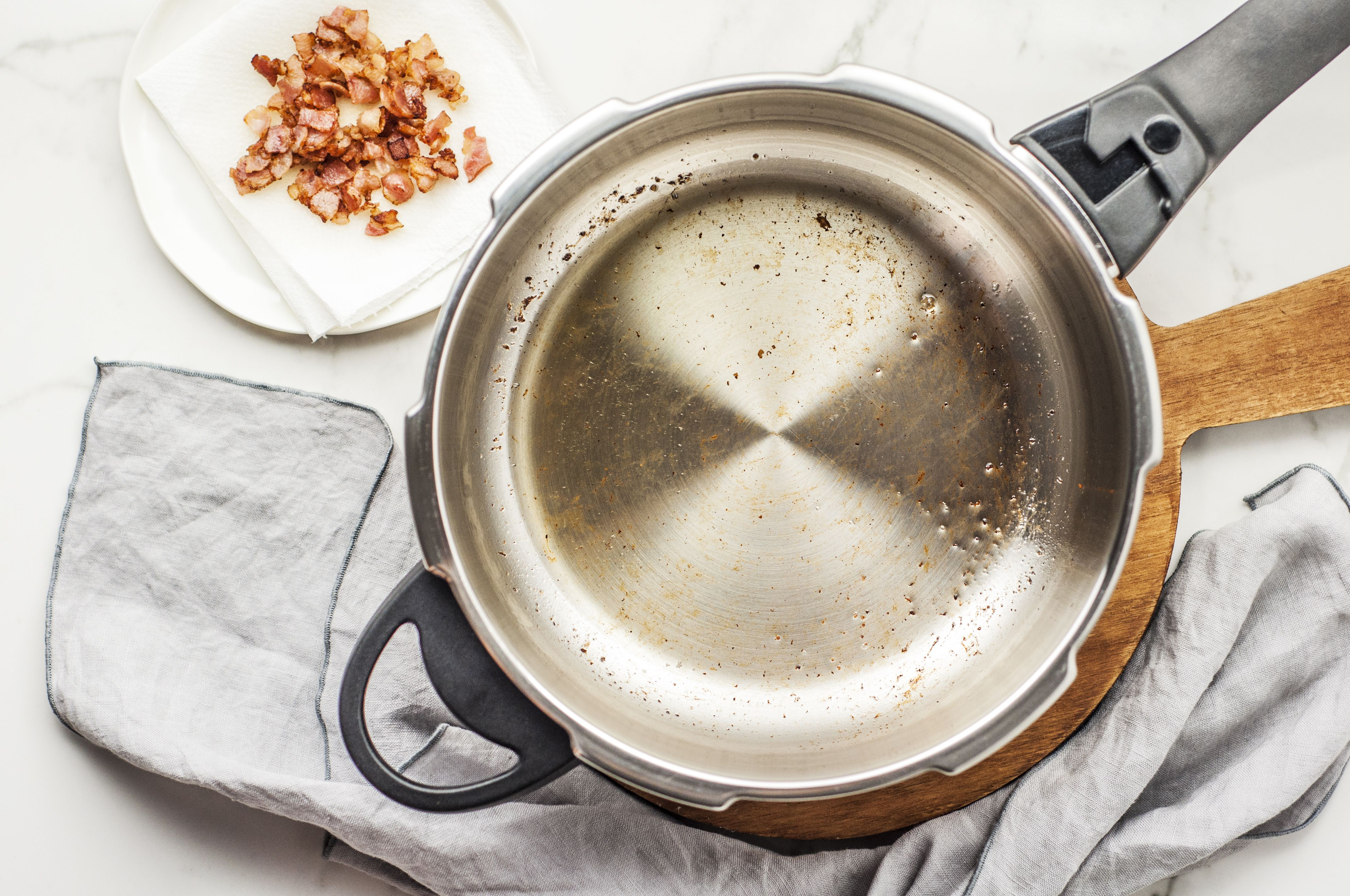 Heat the pressure cooker and add the shortening and bacon
