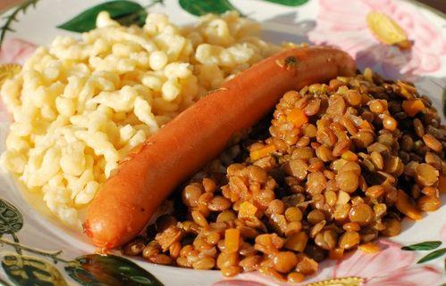 Linsen, Spaetzle und Saiten - Lentil Stew with Noodles and Frankfurter