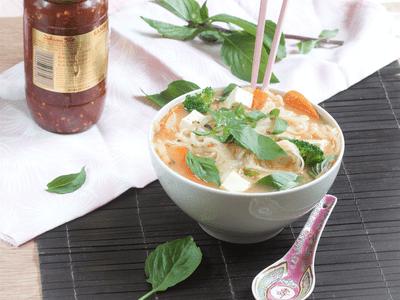 Vegan pho with seitan recipe - Vietnamese soup - Vegetarian