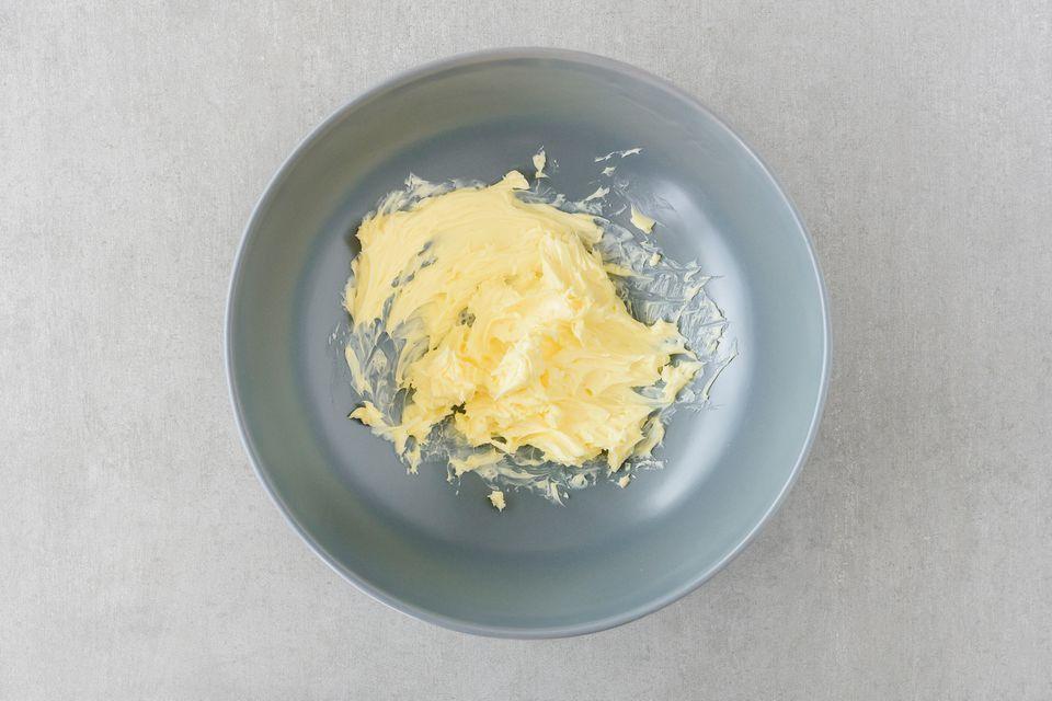 Mantequilla casera en un frasco