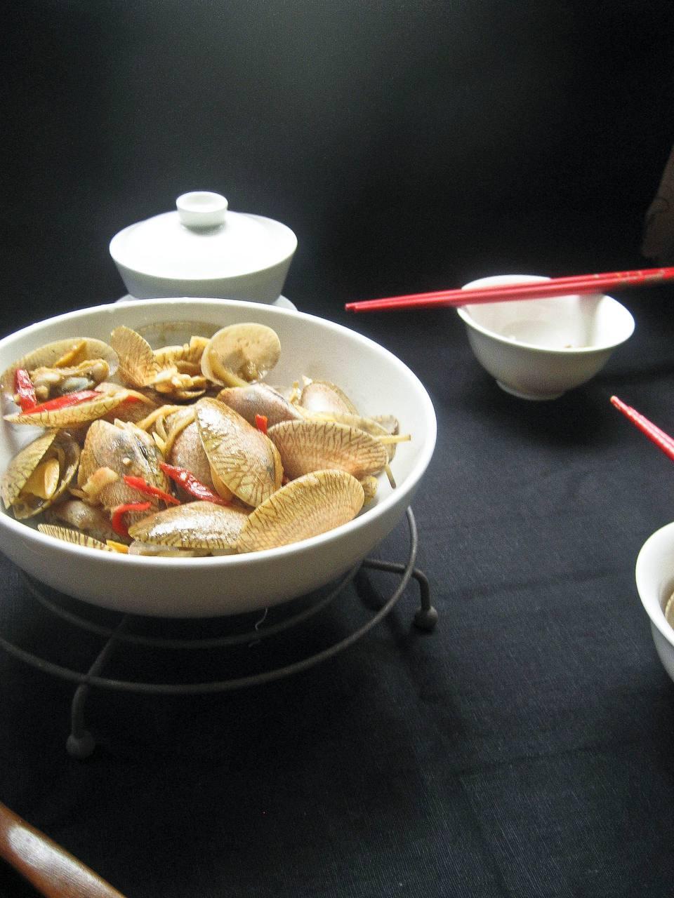 Stir-fried bamboo clams in bean sauce