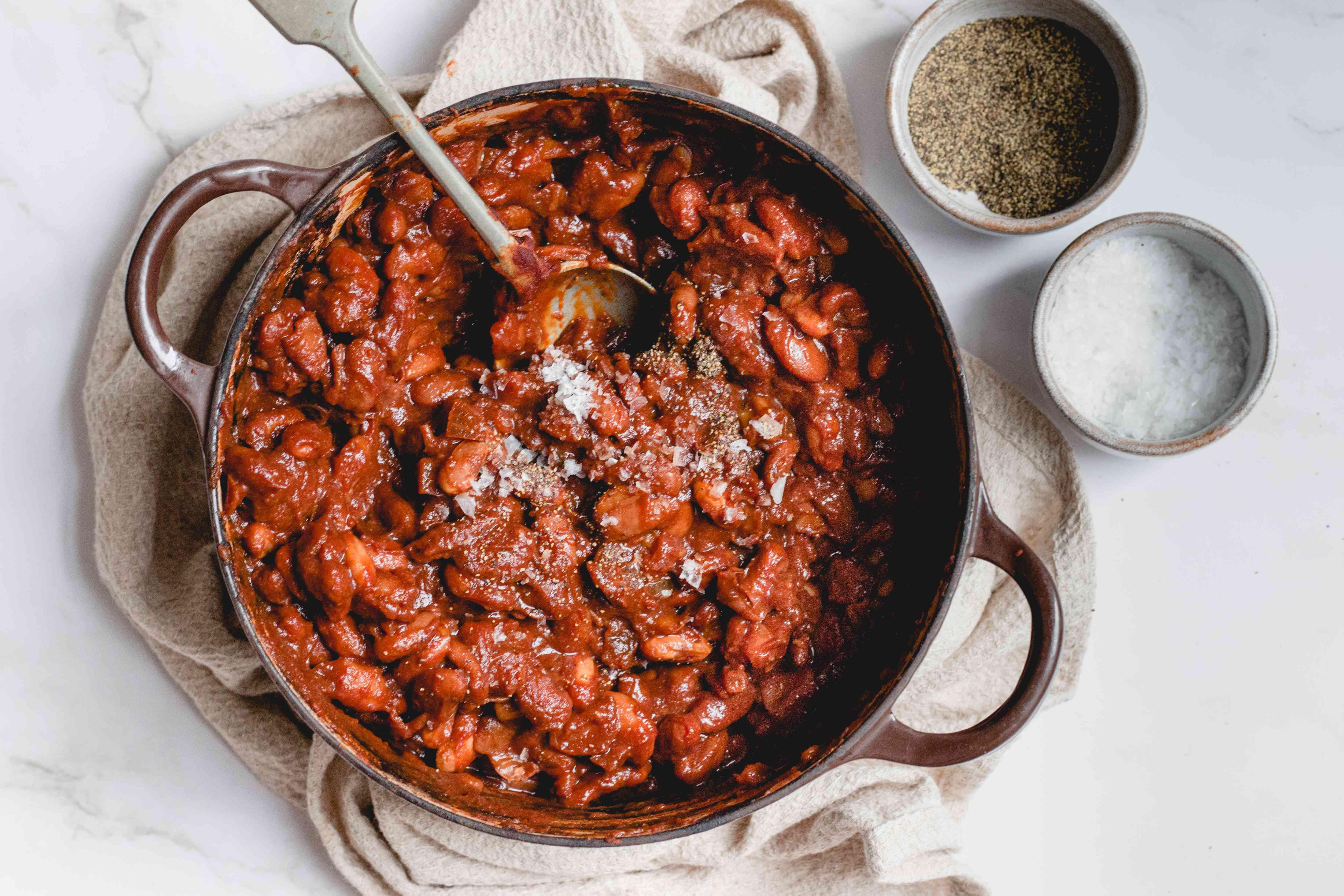 Vegetarian Boston Baked Beans With Molasses, salt and pepper added