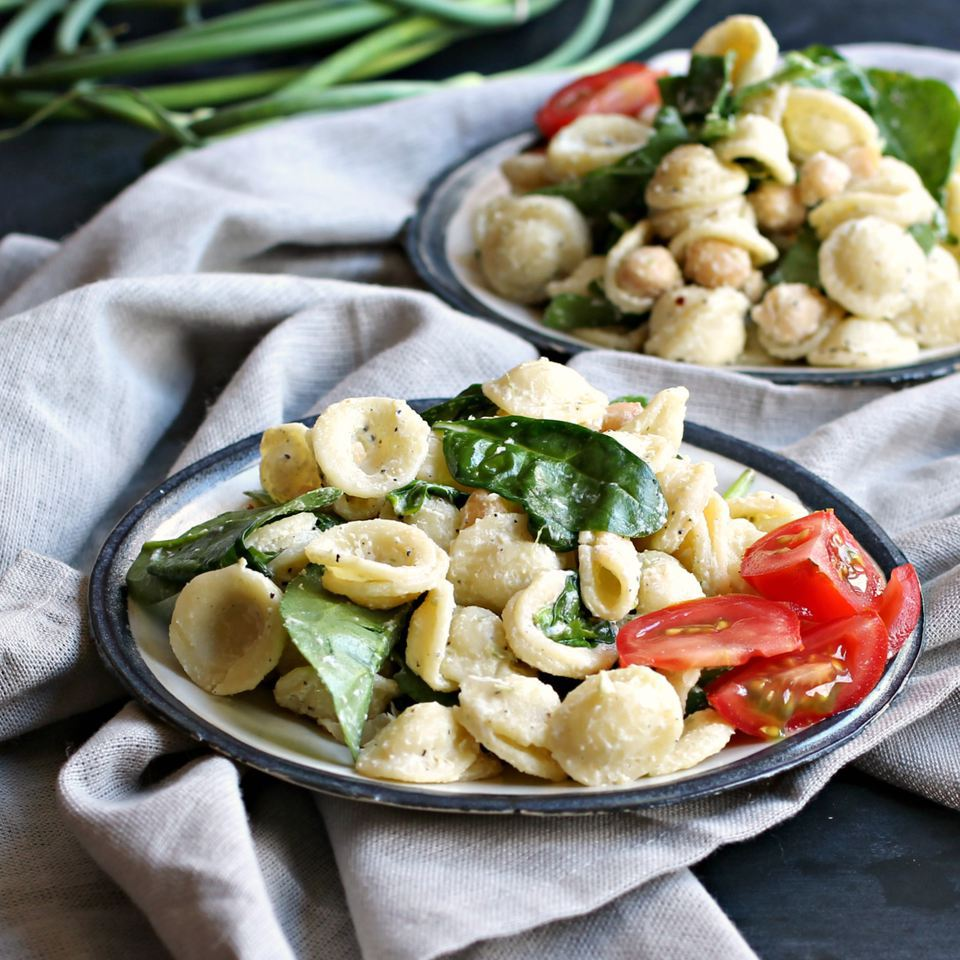 Pasta Salad With Chickpeas and Spinach