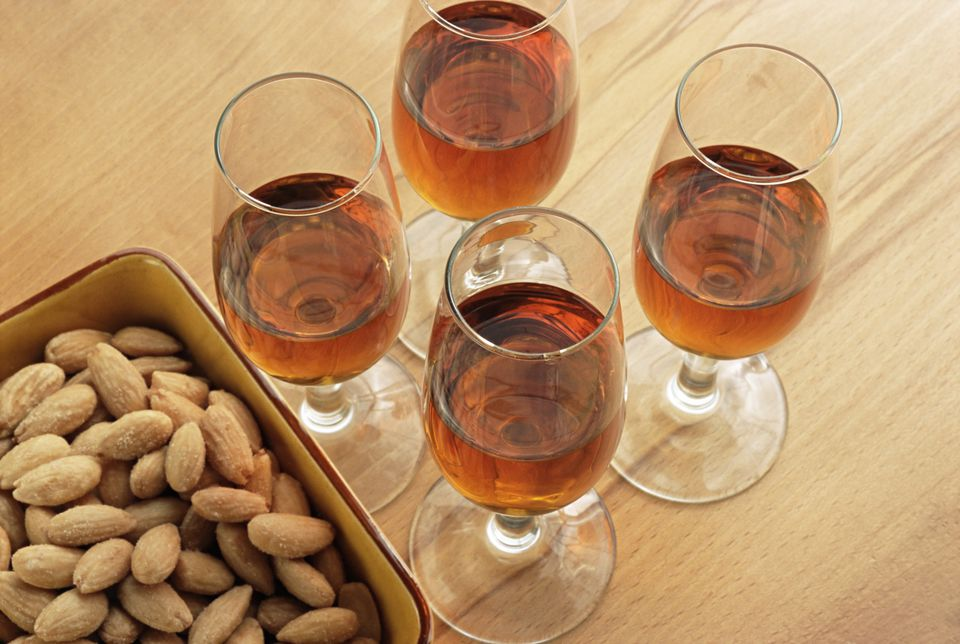 Sherry wine and almonds
