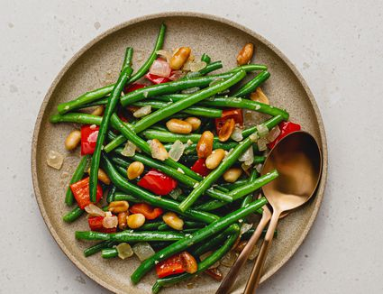 Sauteed Green Beans with Red Peppers and Peanuts