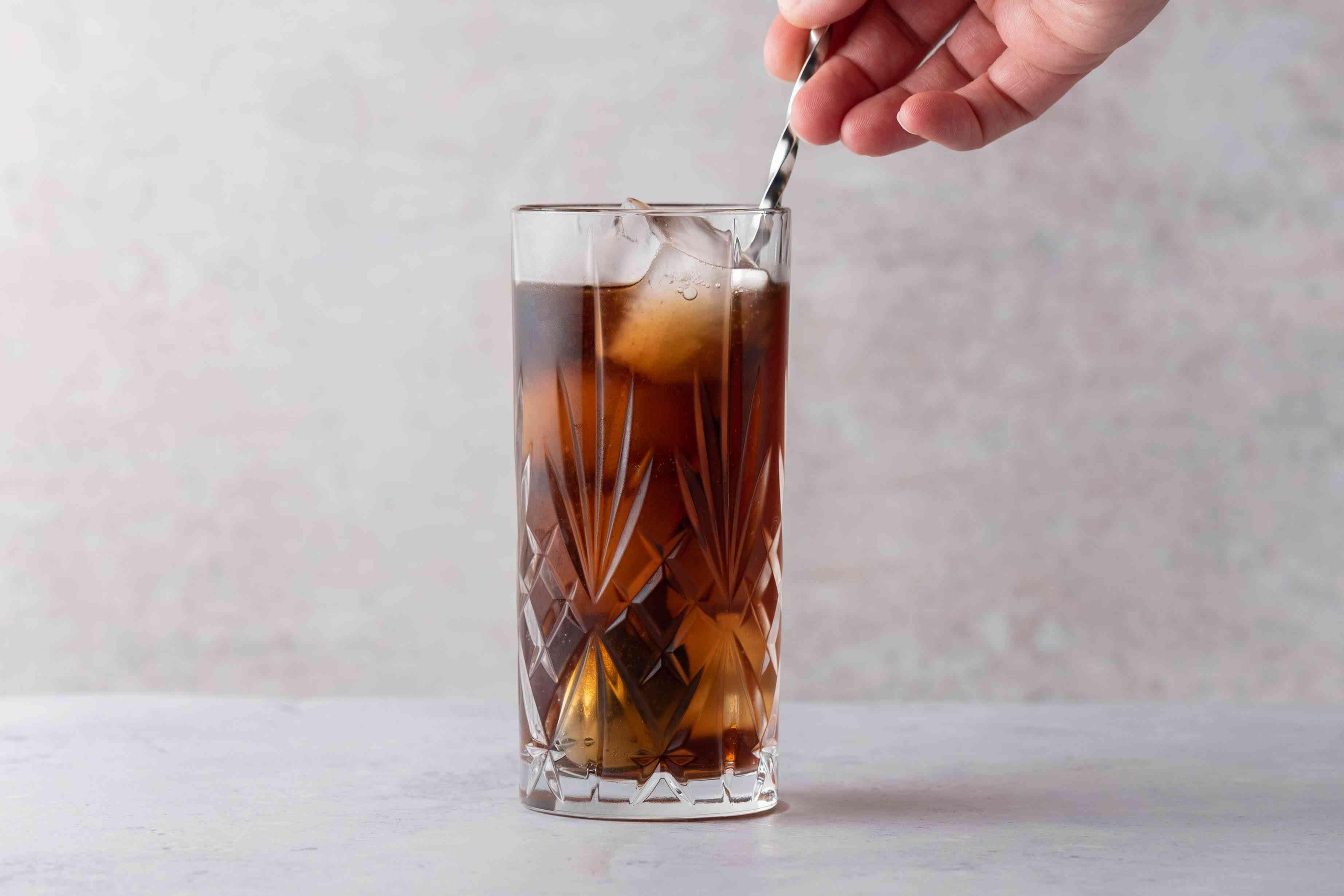 stir the cocktail