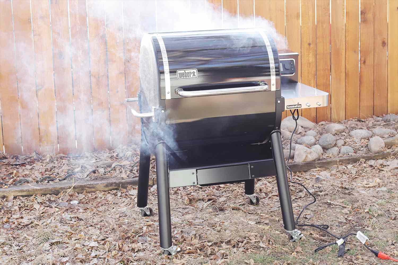 weber-smokefire-ex4-wood-fired-pellet-grill-smoke