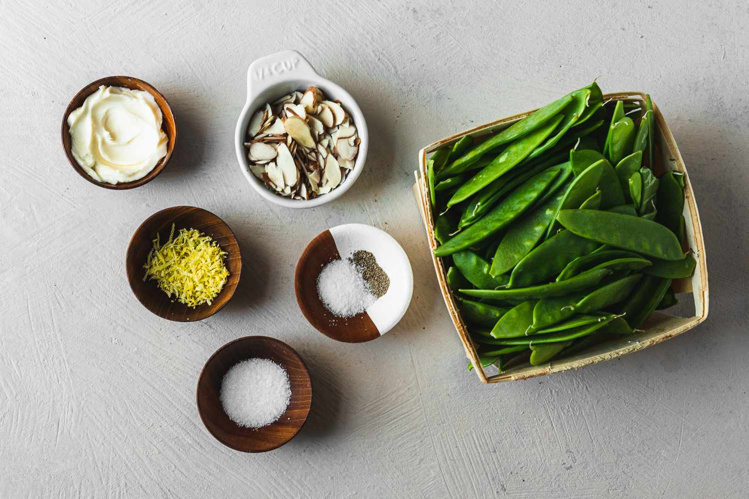 Ingredients for snow peas with butter and lemon