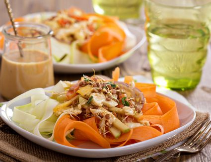 The best easy raw vegan recipes with pictures heres a hearty 15 minute raw pad thai salad to get a meal going forumfinder Image collections