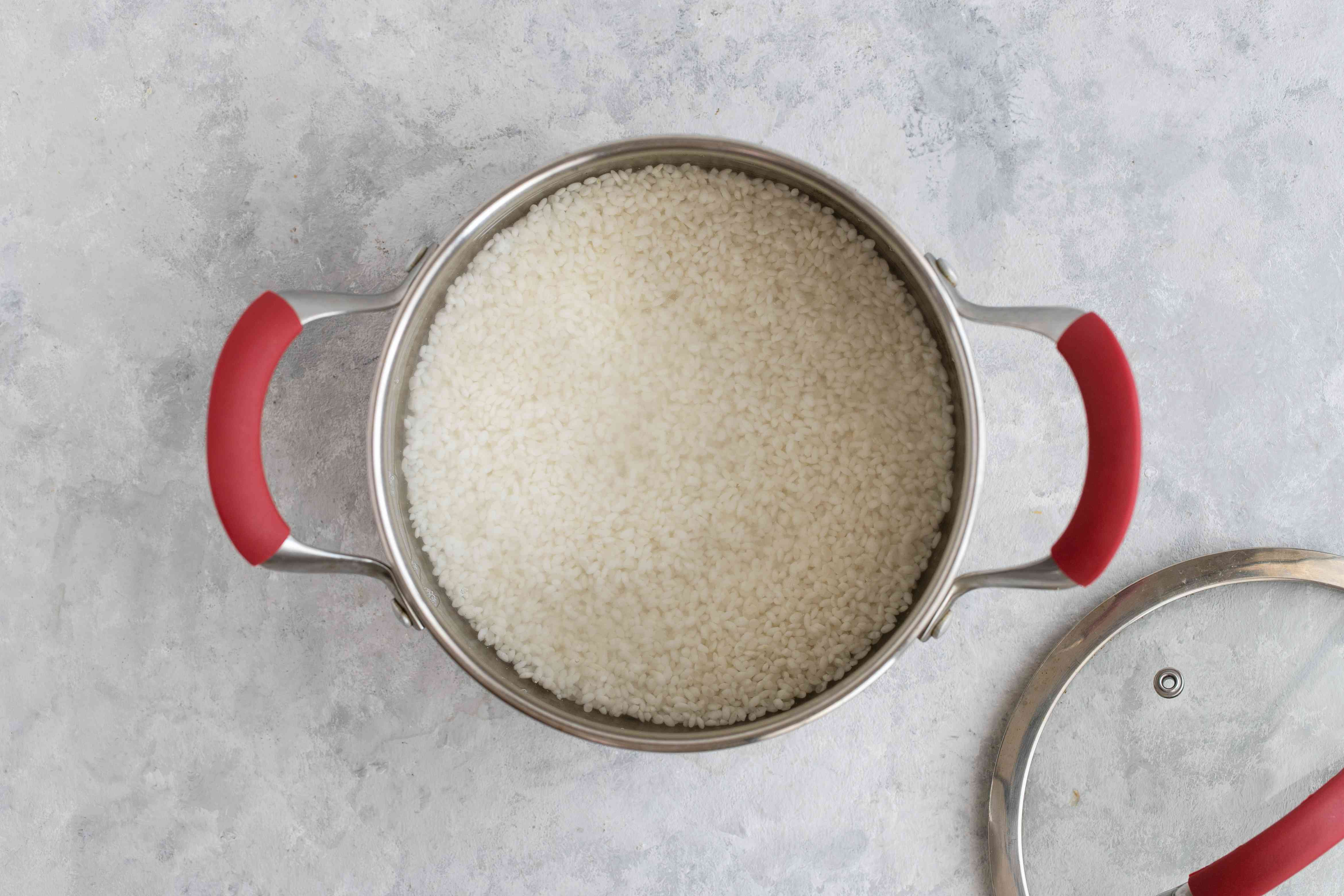 Rice and water in a pot
