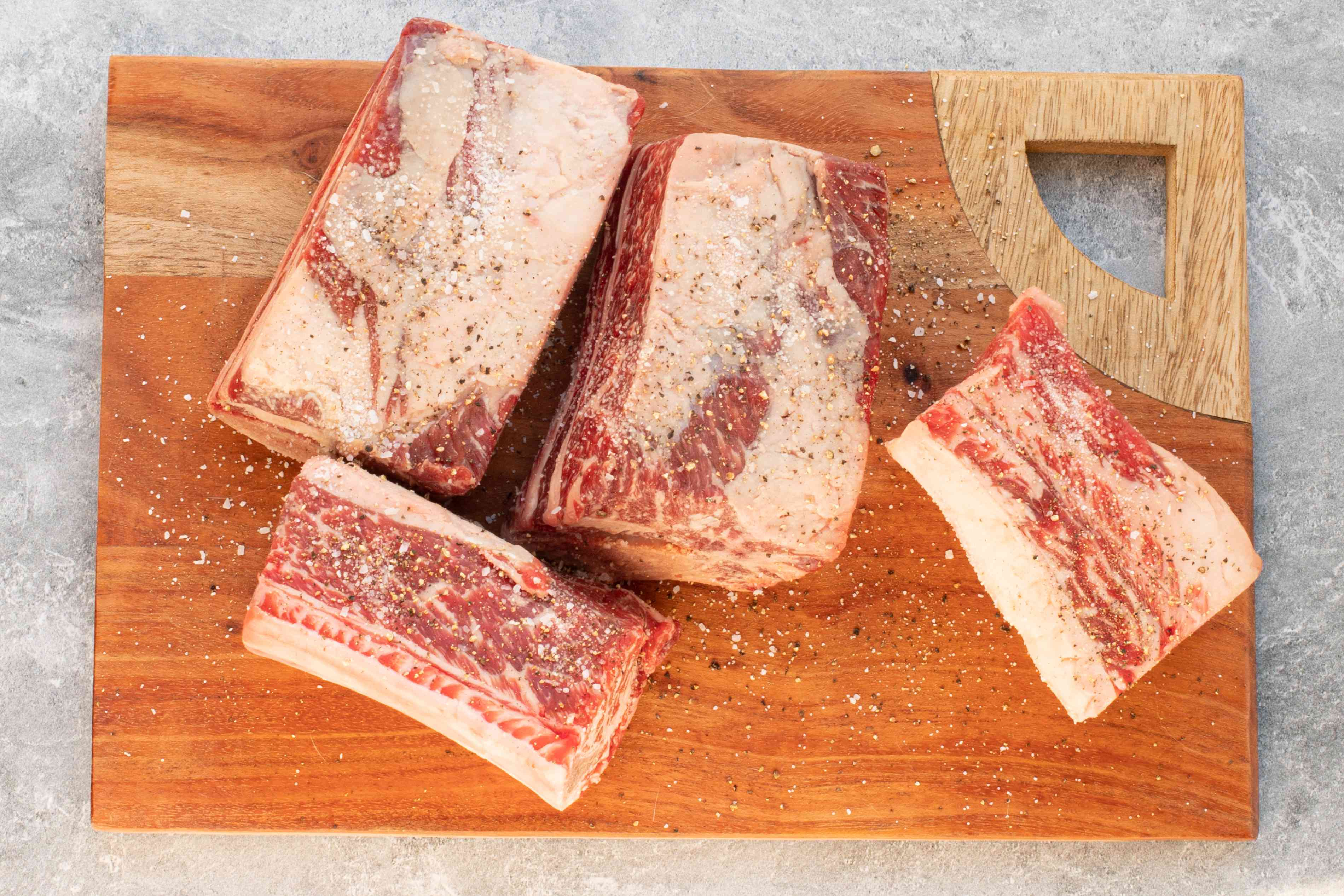 preparing the beef short ribs with salt and pepper