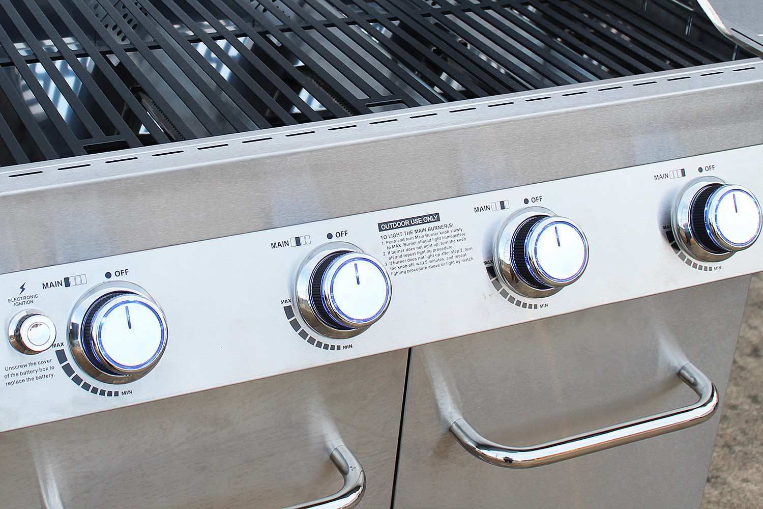 Monument Grills 17842 4-Burner Propane Gas Grill