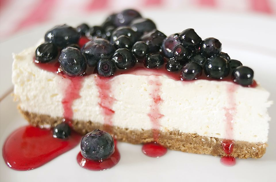 Cheesecake with blue berries on top