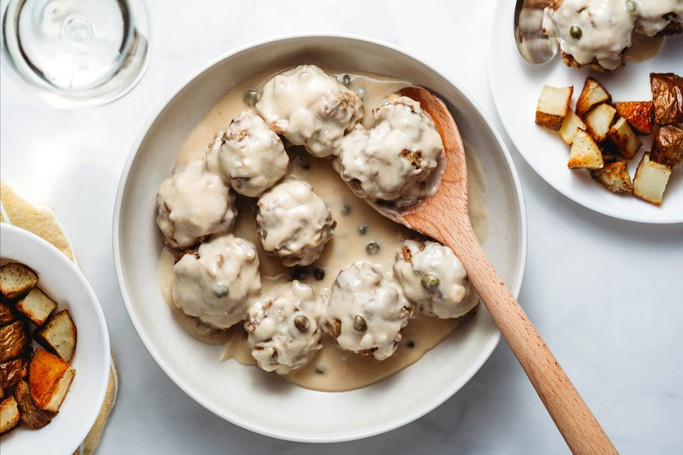 German Meatballs in White Sauce (Königsberger Klopse)