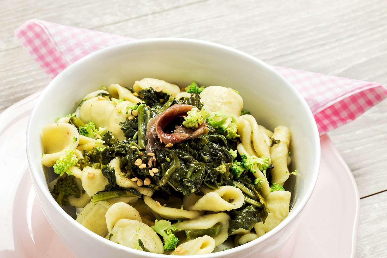 orecchiette with broccoli rabe over pink plate