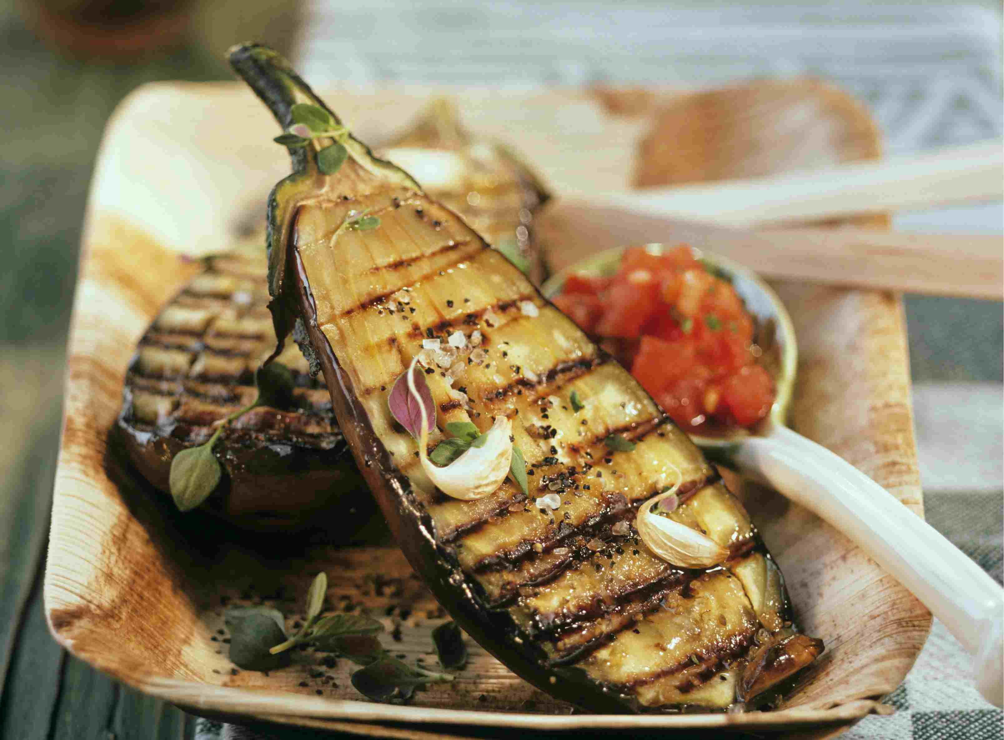 Grilled aubergines with tomato sauce