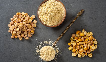 Chickpea flour with dried chickpeas
