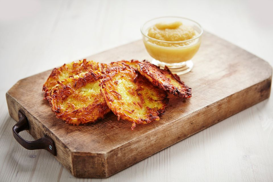 Potato röstis with apple puree