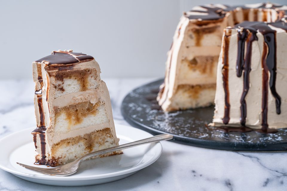 20 Beautiful Christmas Cakes To Make For The Holidays