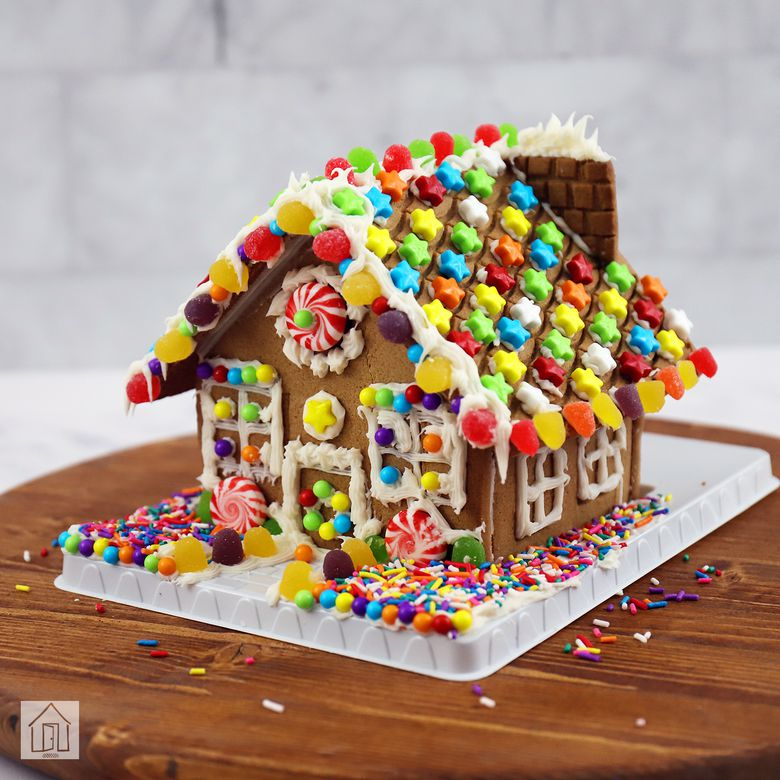 Hasbro Candyland Gingerbread House Kit