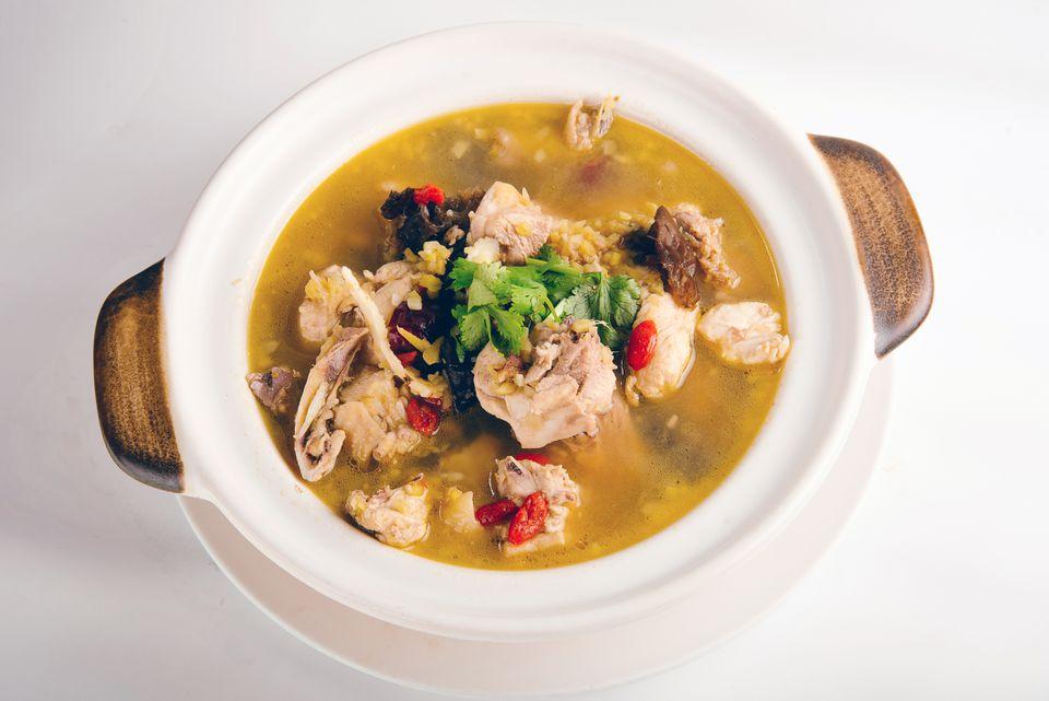 Sopa tailandesa de pollo y arroz