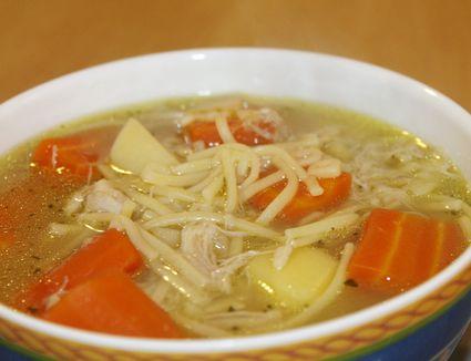 Spanish chicken noodle soup (Sopa de Pollo con Fideos)
