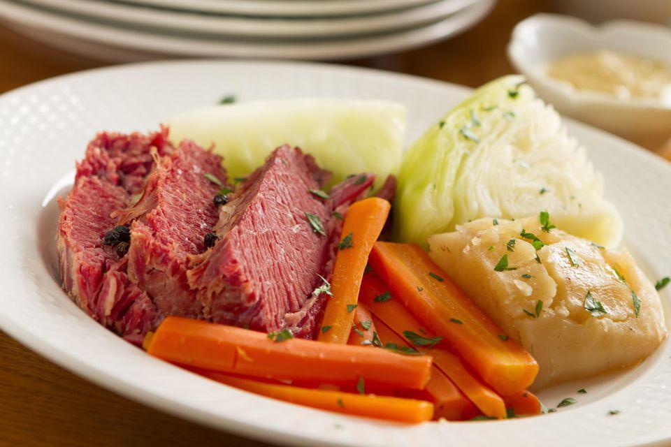 carne en conserva y col