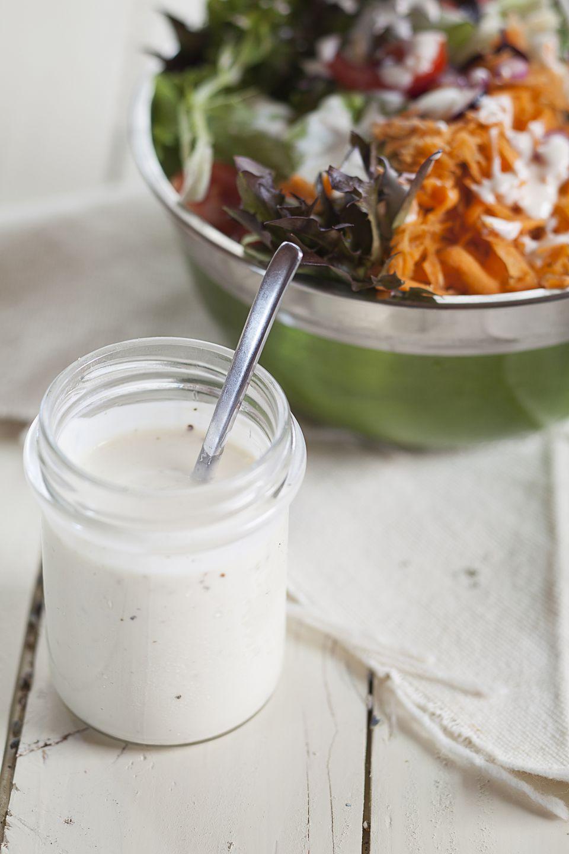 Aderezo de ensalada de yogurt con ajo
