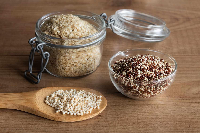 Quinoa flakes, quinoa graines and puffed quinoa