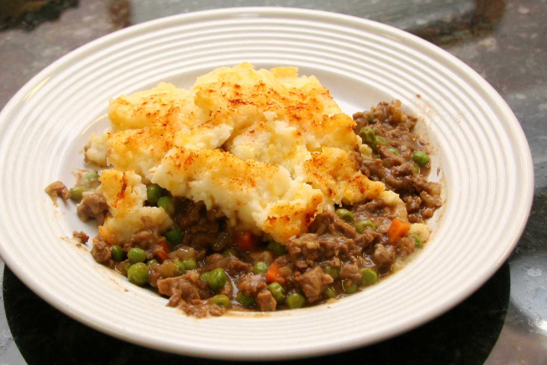 Cottage pie with beef, peas, carrots, and mashed potatoes