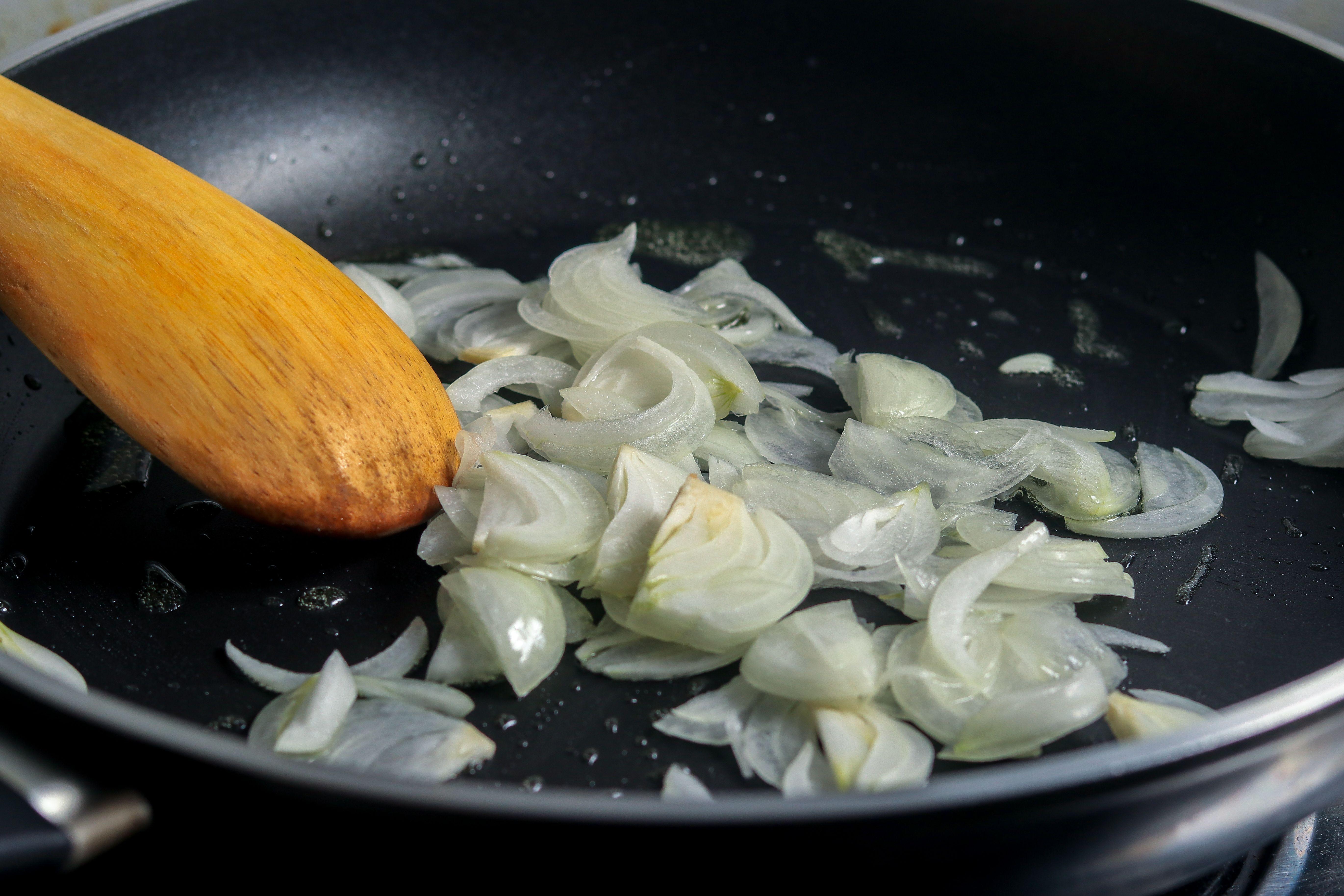 Sautéing onions