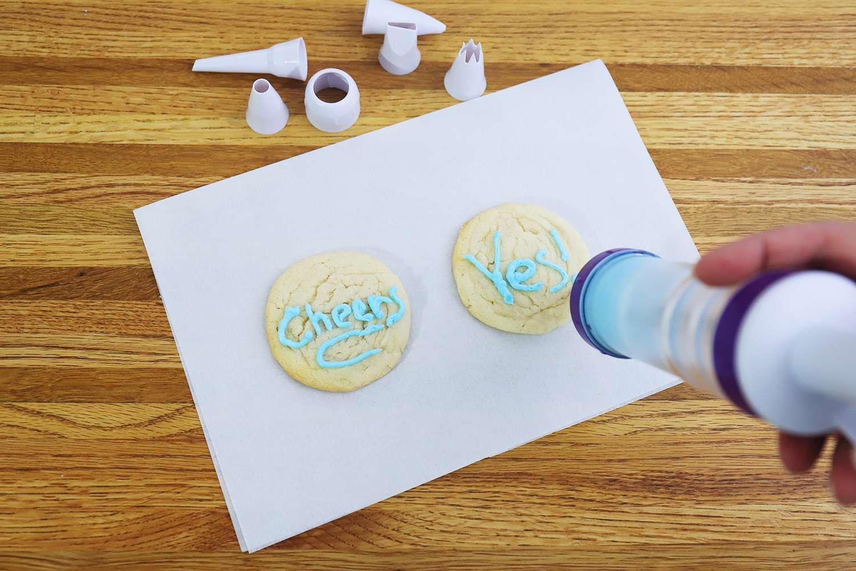 Wilton Dessert Decorator Plus Cake Decorating Tool