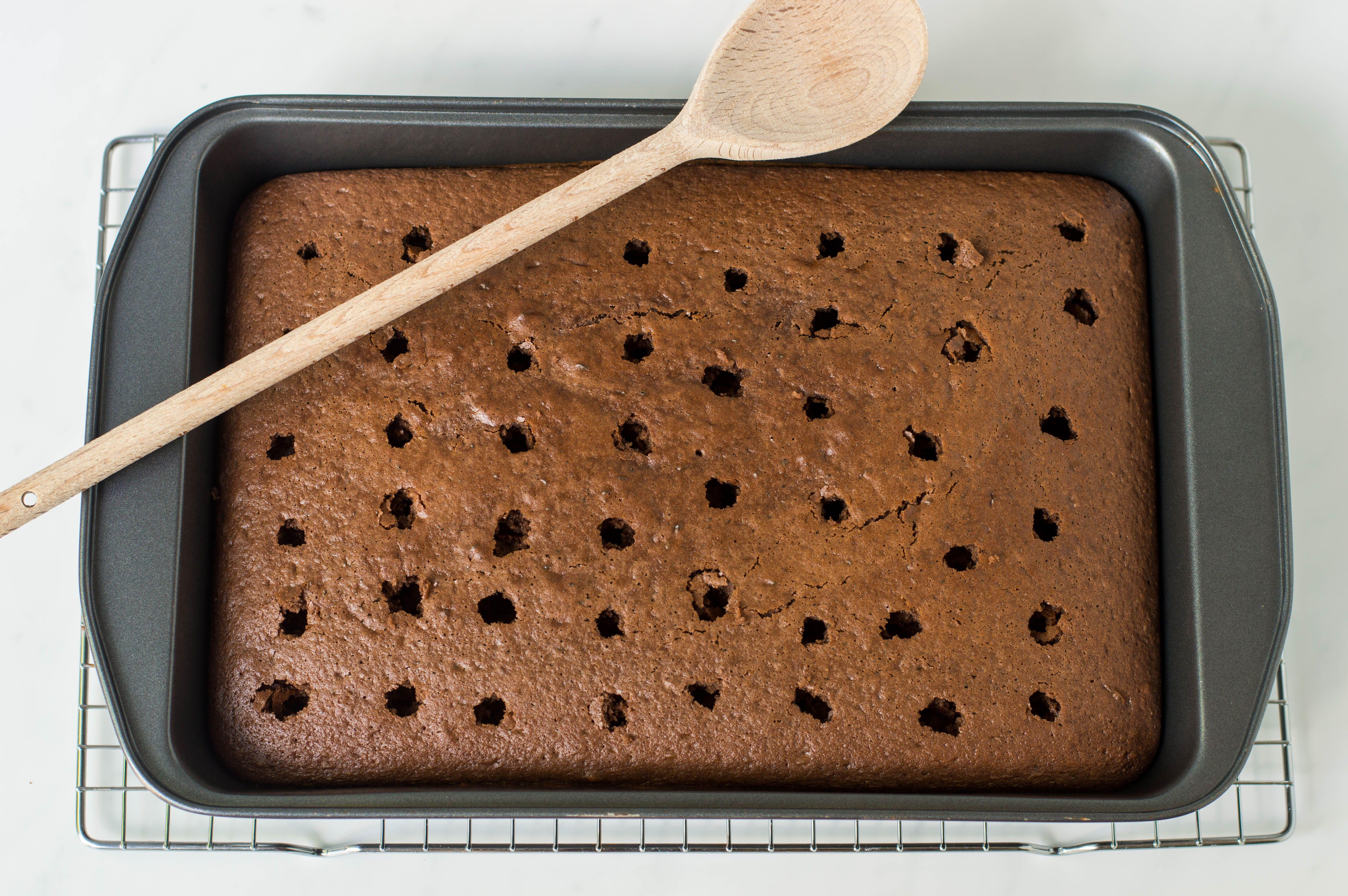 make holes in cake