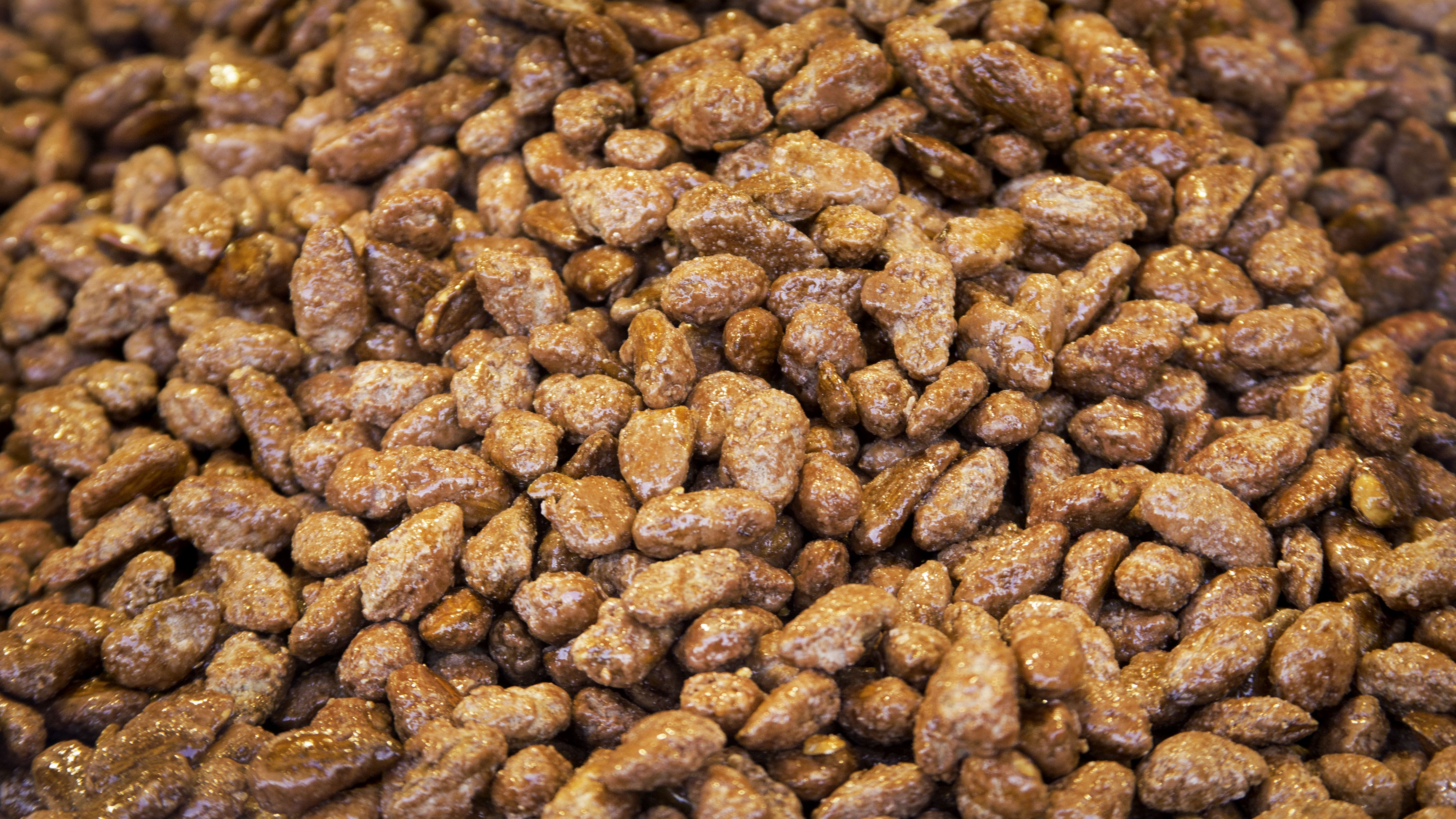 These Caramelized Almonds Are so Good That It's Hard to Just Eat One