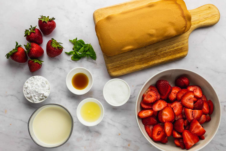 Strawberry Shortcake Made With Pound Cake ingredients