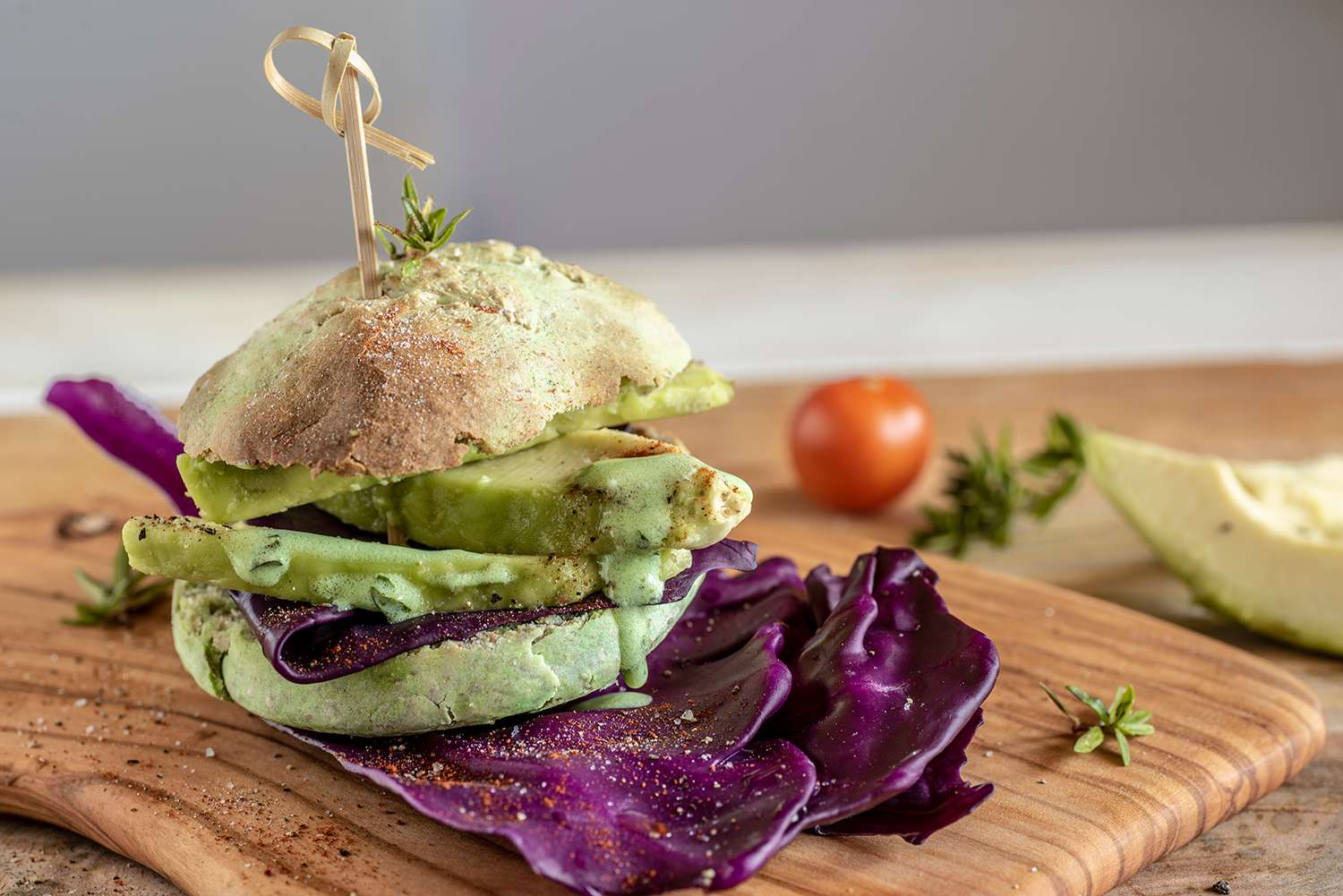 Avocado burger with bread made with wholemeal dough and avocado