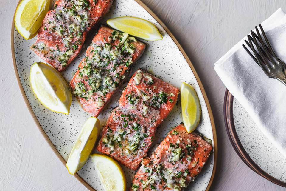 Baked salmon with garlic recipe