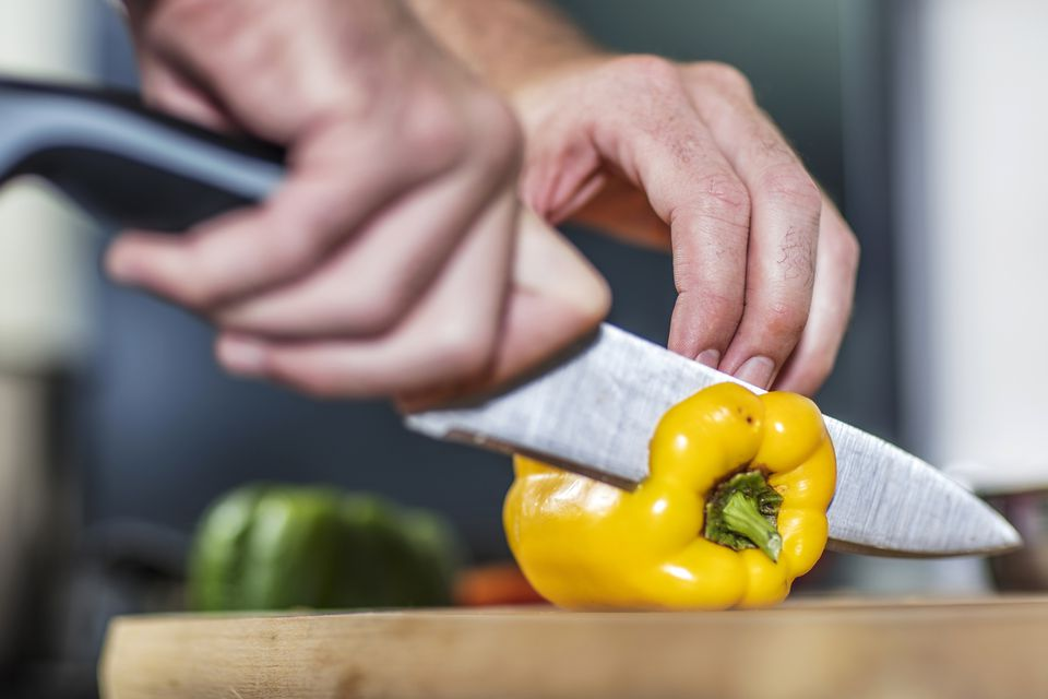 Slicing bell pepper