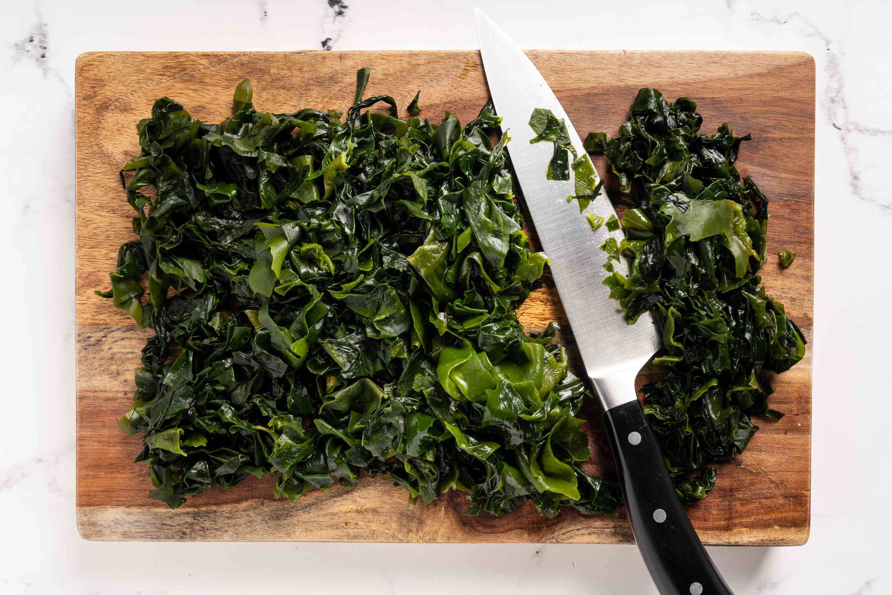 Cut the seaweed into 2-inch pieces