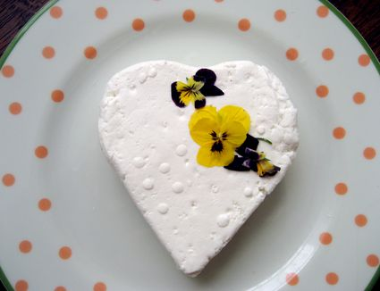 Heart cheese with pansies
