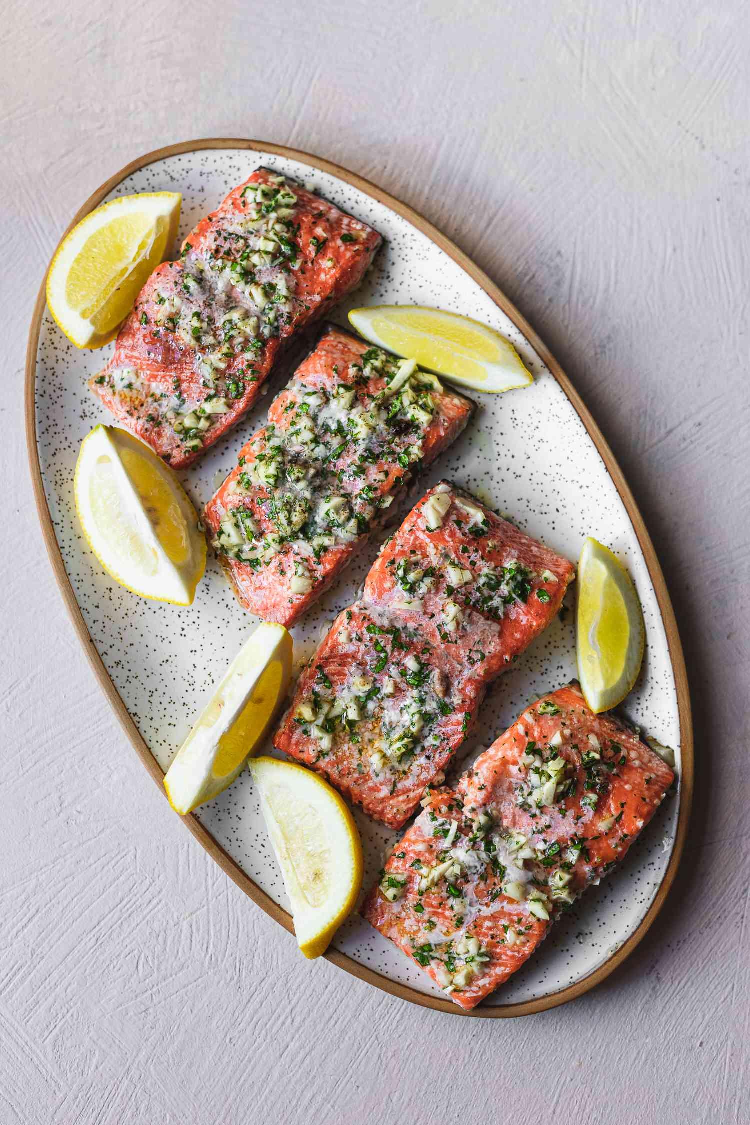 Baked salmon and garlic