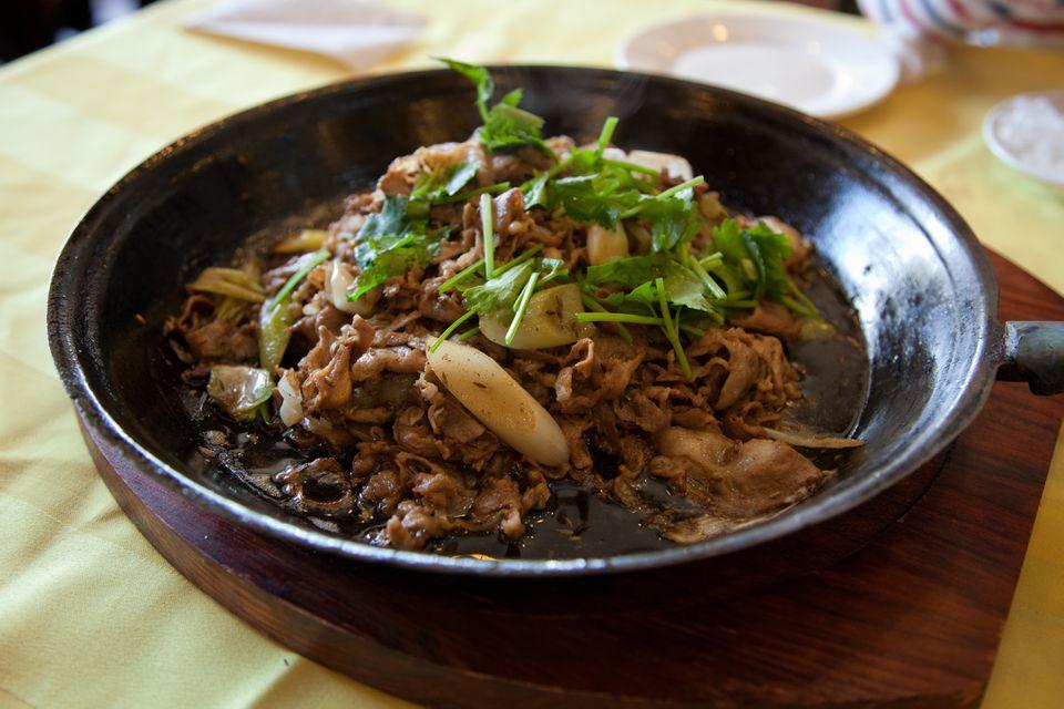 cordero mongol con cebolletas