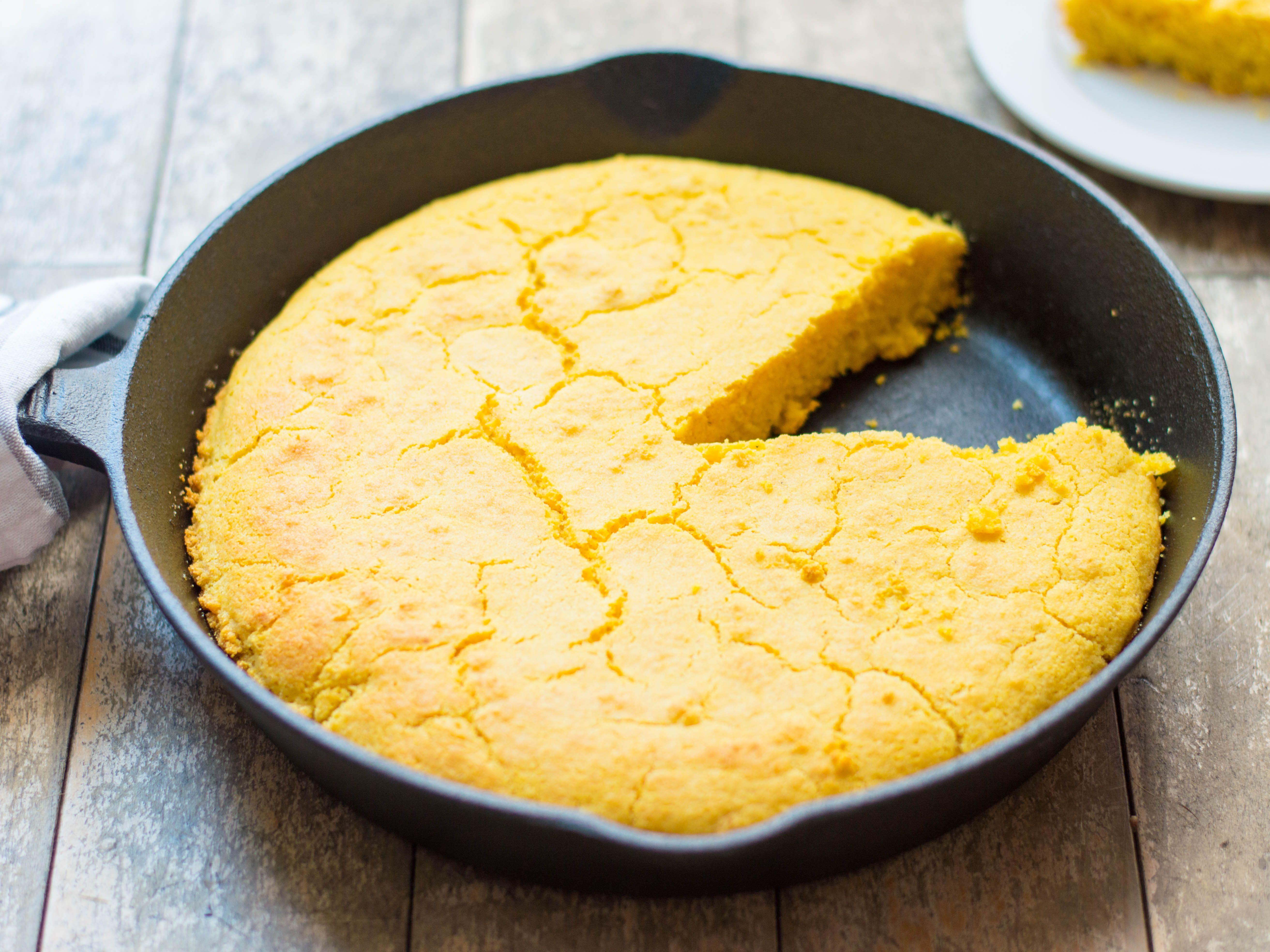 Classic Southern Buttermilk Cornbread Recipe