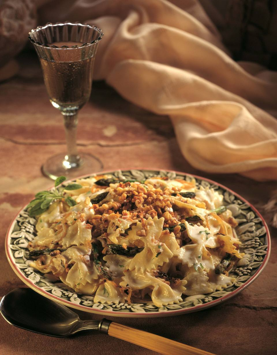 Bow tie pasta with cheese and walnuts