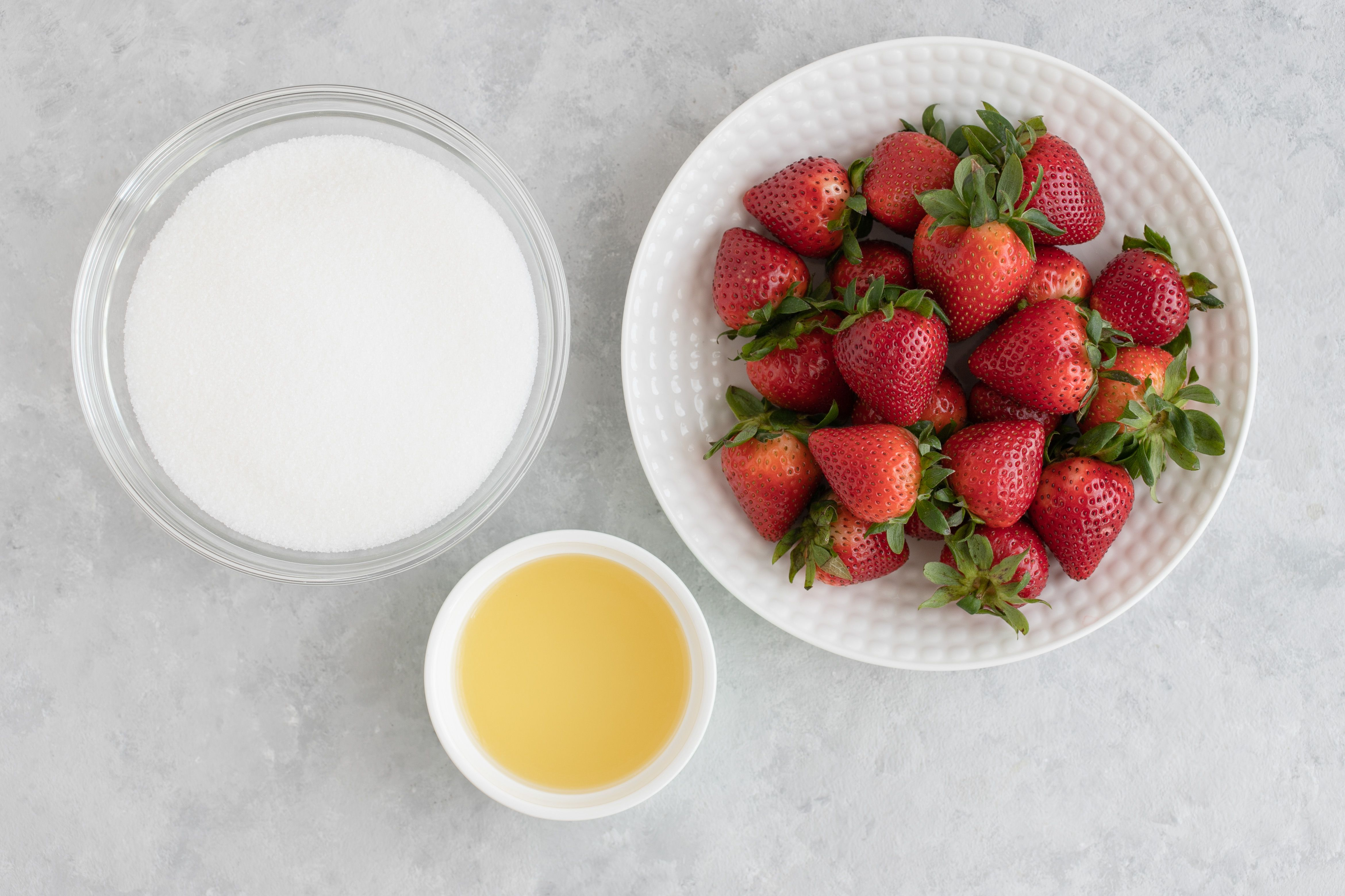 Ingredients for strawberry preserves