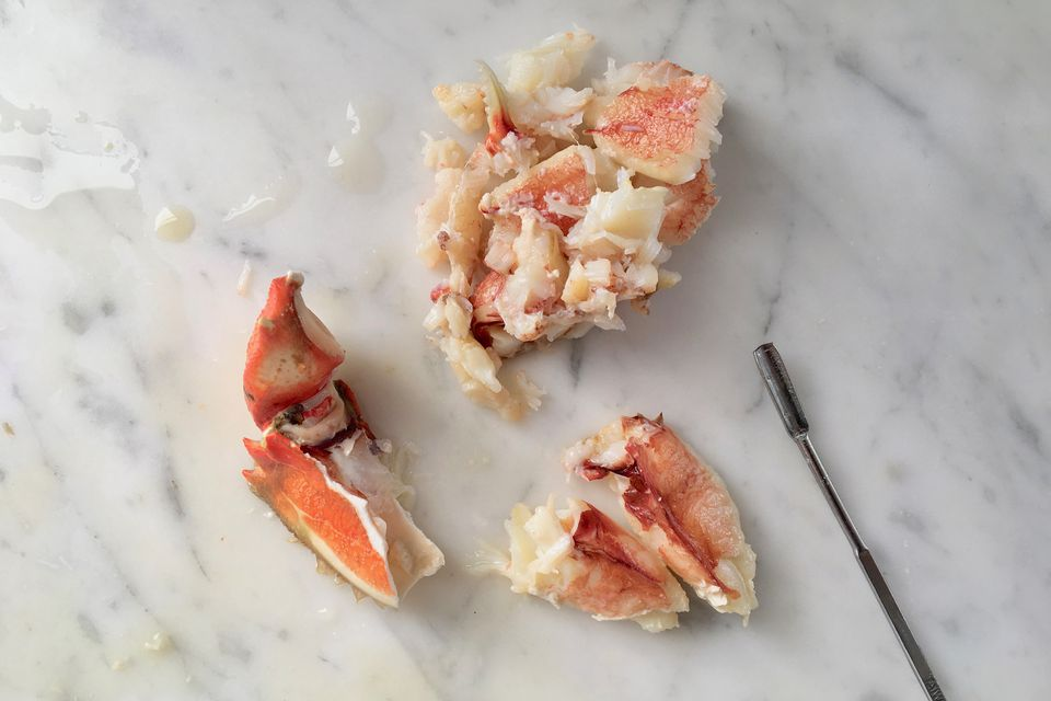 how to crack and eat dungeness crab