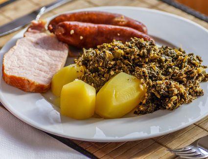 Grünkohl und Pinkel: German kale and sausages