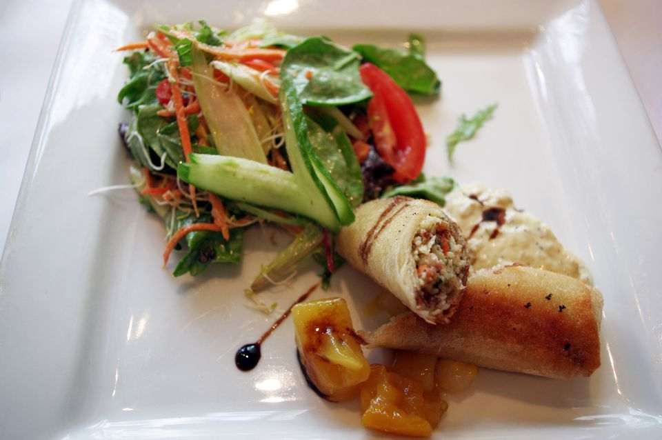 Thai spring roll with pineapple chutney